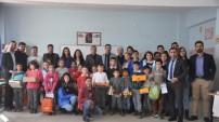 Yüksekova..! Kolej öğrencilerinden köy okulundaki öğrencilere destek