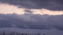 Yüksekova'da karlı dağlarla bulutların görsel şöleni