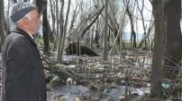 Köyün Tüm Çöpleri Bahçesinde Birikince İsyan Etti