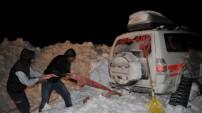 Yüksekova'da Hasta almaya  giden ambulans mahsur kaldı