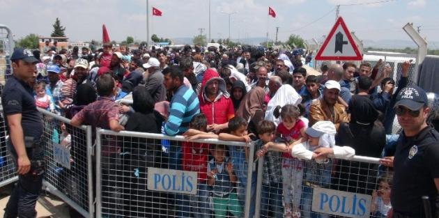 20 bin Suriyeli bayramlaşmaya gitti