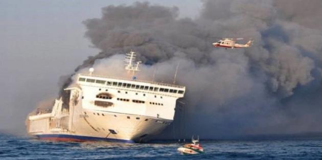 335 yolcuyu taşıyan gemide patlama