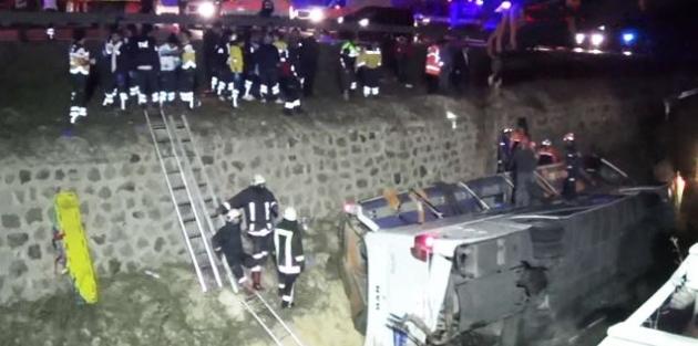 Afyon'da yolcu otobüsü devrildi: 6 ölü