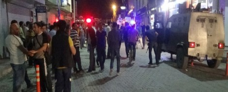 AK Parti Hakkari İl Başkan Yardımcısının Aracına Bombalı Saldırı