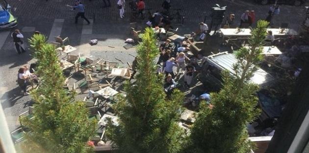 Almanya'da araç yayaları ezdi: Ölü ve yaralılar var