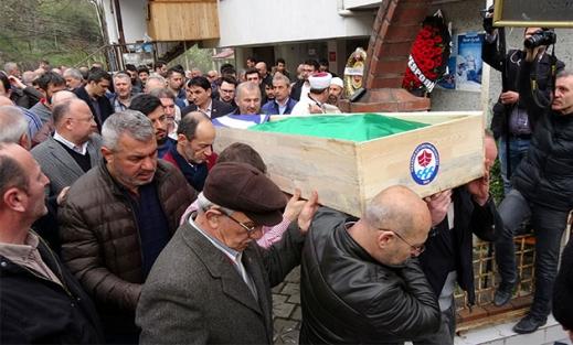 Balkondan başına mermer düşmesi sonucu ölen eski futbolcu toprağa verildi