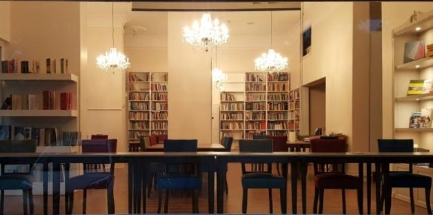 'Barış Akademisyenleri'nden kitap kafe