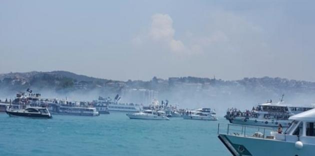 Beşiktaşlılar, Boğaz'da Teknelerle Şampiyonluğu Kutluyor