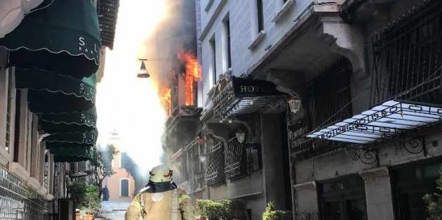 Beyoğlu'nda yangın: 4 işçi yaşamını yitirdi