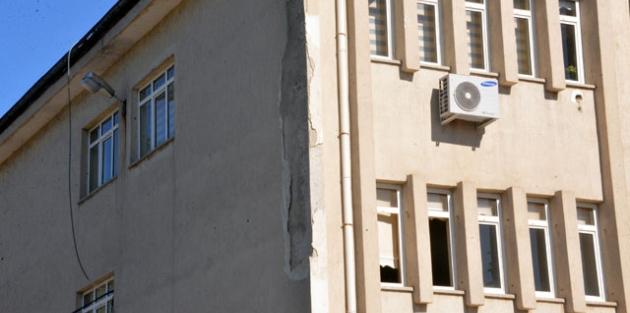 Binlerce öğrenci 'riskli' binalarda eğitim görüyor