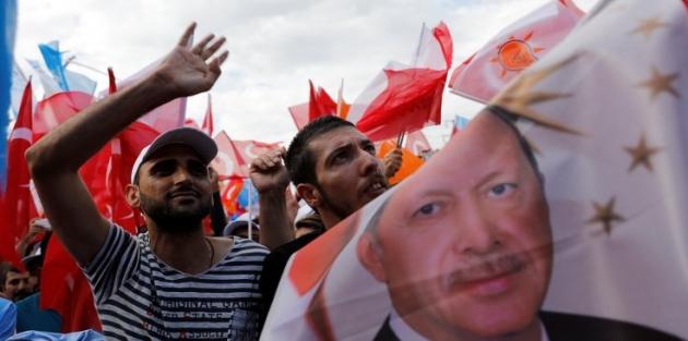 Bloomberg için anket: Erdoğan önde ama sürpriz olabilir