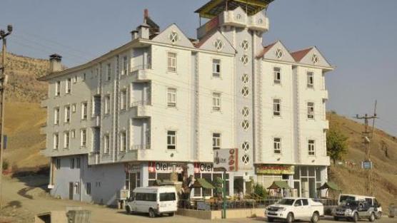 Derecik Beldesi'nde açılan otel memurların barınma sorununa çözüm oldu