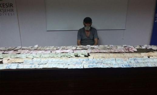 Dilencinin üzerinden 71 bin lira çıktı