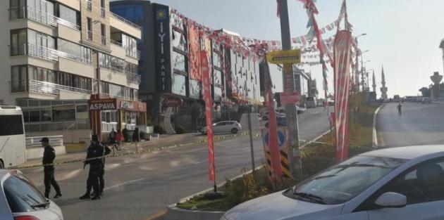 Gerilim tırmandı, İYİ Parti'nin önü trafiğe kapatıldı