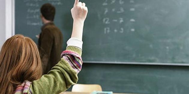 Göreve iade edilen öğretmenlere sürgün