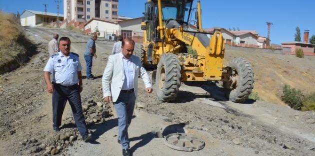 Hakkari Belediyesi okul yollarının onarımına öncelik verdi