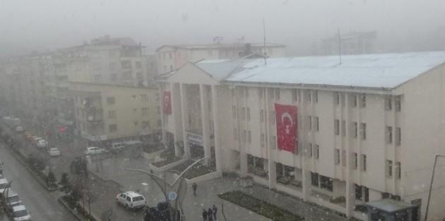Hakkari'de karla karışık yağmur