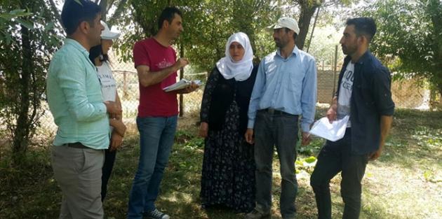 Hakkari'de mühendisler çiftçilere rehberlik yapıyor