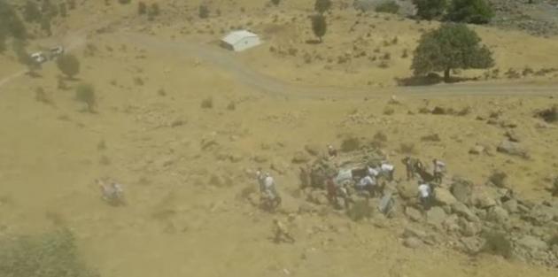 Hakkari'de öğrenci servisi şarampole yuvarlandı: 3 kardeş hayatını kaybetti