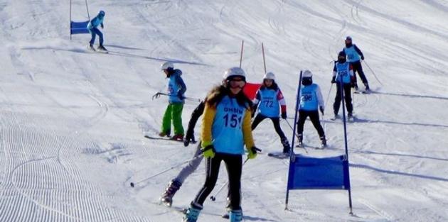 Hakkari'de okullar arası kayak yarışması