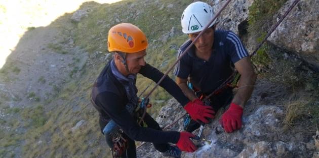 Hakkarili Dağcılardan Kaya Tırmanışı İçin Yeni Rota