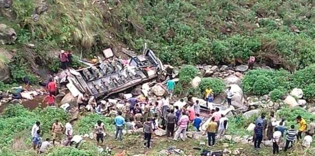 Hindistan'da Korkunç Trafik Kazası: 44 Kişi Öldü, Sayının Artmasından Korkuluyor