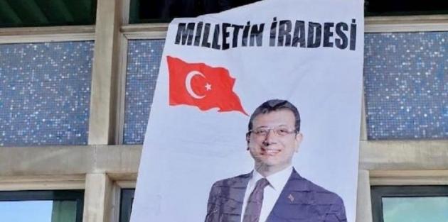 İBB binasında İmamoğlu pankartı