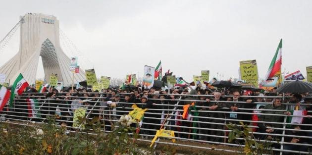 İran'dan ABD'ye: Biz çekilmiyoruz, siz çekilin!