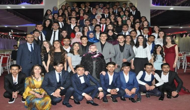 İsmet Alkan Anadolu Lisesi'nin mezuniyet gecesi