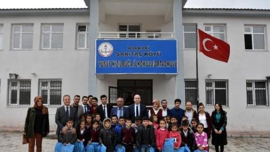 İzmir'den Hakkari'ye ısıtan yardım