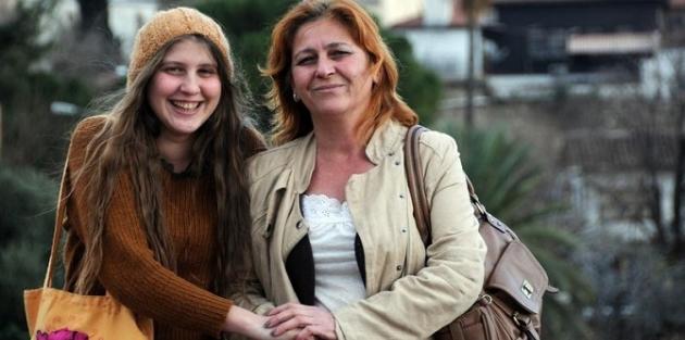 'Kırmızı fularlı kız' IŞID'e karşı savaşırken yaşamını yitirdi