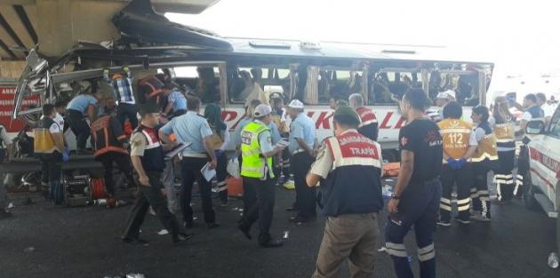 Köprüde can pazarı: Yolcular araçta sıkıştı