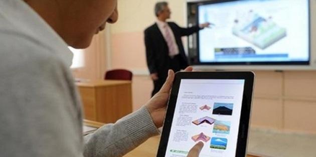 MEB, öğrencilere dağıtacağı tabletleri kendi kullanacak