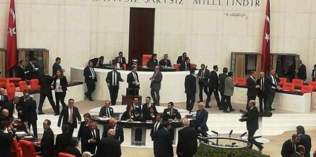 Meclis başkanlığına İsmail Kahraman seçildi