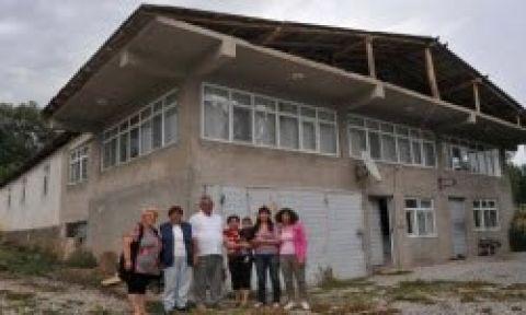 Misafirleri için 24 odalı ev yaptırdı