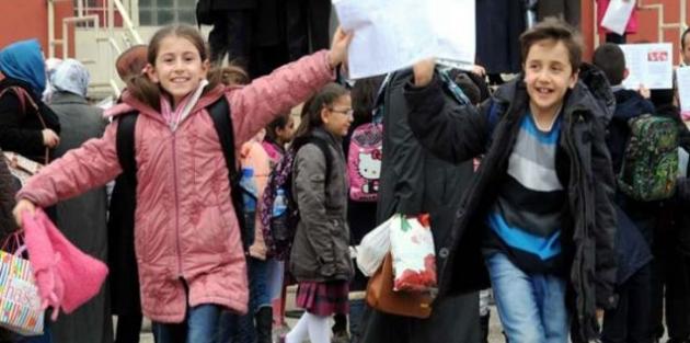 Okullarda karne günü! Yarı yıl tatili bugün başlıyor
