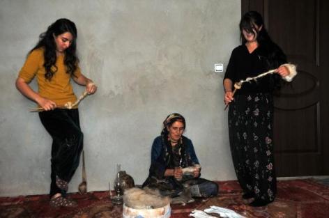 Öreke Kültürünü Kızlarına Öğretiyor