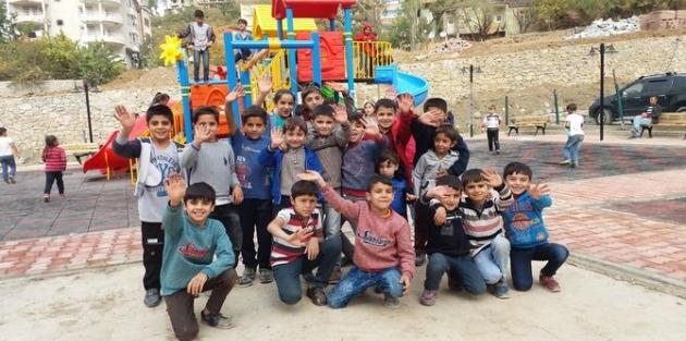 Şemdinli'deki çocuklar oyun parkına kavuştu!