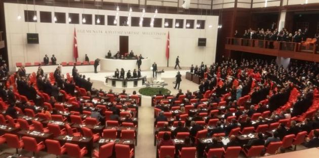 TBMM açılışında Erdoğan'ı üç parti ayakta karşıladı