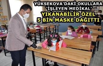 Yüksekova'daki Okullara 'İşleyen Medikal' Yıkanabilir Özel 5 Bin Maske Dağıttı