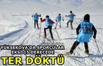 Yüksekova'da Sporcular Eksi 15 Derecede Birincilik İçin Ter Döktü