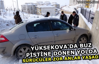 Yüksekova'da buz pistine dönen yolda sürücüler zor anlar yaşadı