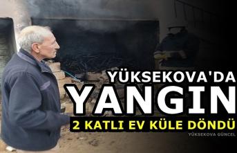 Yüksekova'da Yangın: 2 katlı Ev Küle Döndü