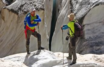 Yüksekova Cilo Dağlarındaki 20 bin yıllık buzullar görenleri büyülüyor