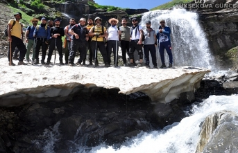 Yüksekova Orşe Şelalesi Görüntüsüyle Ziyaretçilerinin İlgisini Çekiyor