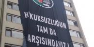 Ankara Barosu'ndan 'Hukuksuzluğun tam da karşısındayız' pankartı