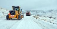 Hakkari'de 14 köy, 42 mezra yolu ulaşıma kapandı