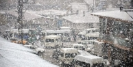 Hakkari'ye kar yağışı...