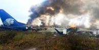 Meksika'da 101 Kişiyi Taşıyan Uçak Kalkıştan Kısa Süre Sonra Yere Çakıldı