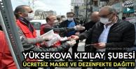 Yüksekova Kızılay Şubesi Ücretsiz Maske Ve Dezenfektan Dağıttı